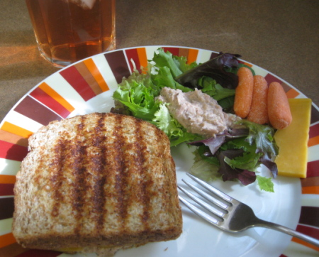 Classic tuna melt made with enzyme-rich mayo, raw cheddar cheese, lacto-fermented pickle relish, and sprouted whole grain bread. Finished off with a glass of kombucha.