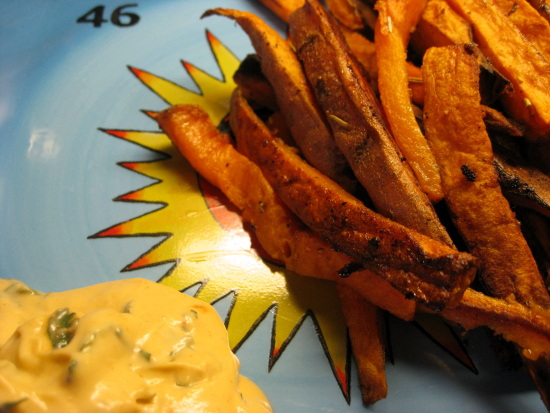 When your fries are done, remove them from the oven and serve hot with a healthy dollop of dip. Enjoy!