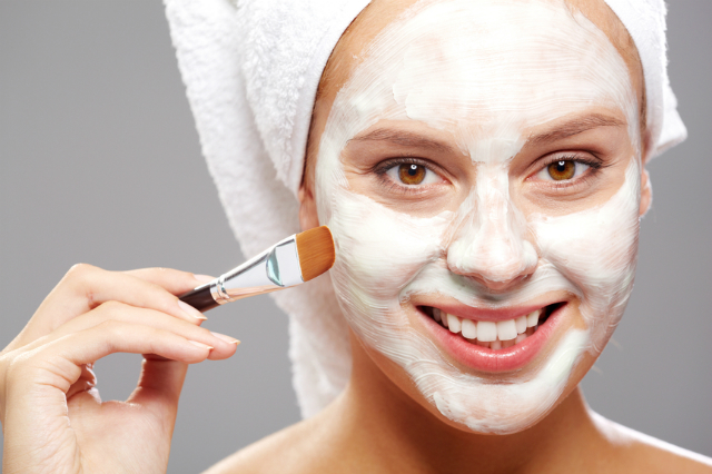 How to Use a Bentonite Clay Mask